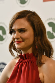 Emily Deschanel wore her hair down to her shoulders in a gently wavy style at the 2018 Farm Sanctuary on the Hudson Gala.