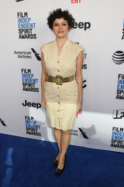 Alia Shawkat went for a relaxed look with this beige cap-sleeve shirtdress at the 2018 Film Independent Spirit Awards nominees brunch.