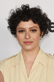 Alia Shawkat wore her signature short, bouncy curls at the 2018 Film Independent Spirit Awards nominee brunch.