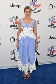 Greta Gerwig looked summer-ready in a sky-blue Rosie Assoulin dress with waist cutouts and white lace trim at the 2018 Film Independent Spirit Awards.