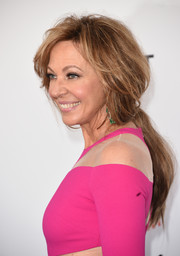 Allison Janney sported a very loose ponytail at the 2018 Film Independent Spirit Awards.