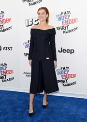 Zoey Deutch pulled her look together with a pair of black Dior pumps.