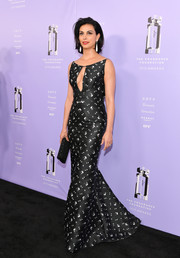 Morena Baccarin chose a black-and-white Zac Posen mermaid gown with a sexy keyhole neckline for the 2018 Fragrance Foundation Awards.