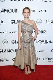 Gold cross-strap sandals finished off Claire Danes' look.