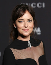 Dakota Johnson finished off her look with a smoky eye.
