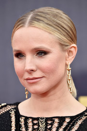 Kristen Bell opted for a simple center-parted ponytail when she attended the 2018 MTV Movie & TV Awards.