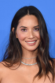 Olivia Munn kept it casual with this messy wavy 'do at the 2018 MTV VMAs.