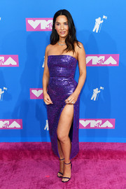 Olivia Munn looked dazzling in a high-slit, strapless purple dress by David Koma at the 2018 MTV VMAs.