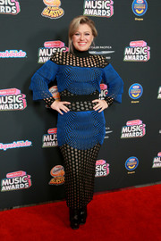 Kelly Clarkson rocked a mixed-pattern gown by Balmain at the 2018 Radio Disney Music Awards.