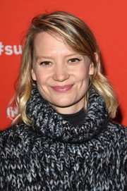 Mia Wasikowska opted for a casual wavy hairstyle with side-swept bangs when she attended the Sundance premiere of 'Damsel.'