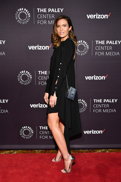 Mandy Moore teamed a silver chain-strap bag by Tyler Ellis with a swingy black dress for the 2018 Paley Honors.