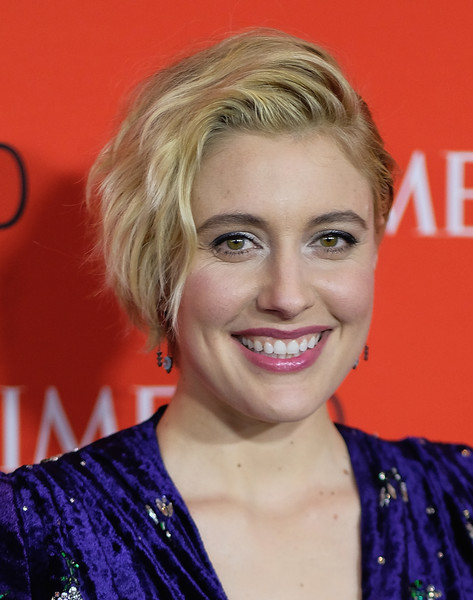 Greta Gerwig wore her hair in a short wavy style at the 2018 Time 100 Gala.