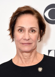 Laurie Metcalf kept it casual with this short wavy cut at the 2018 Tony Awards Meet the Nominees press junket.