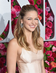 Melissa Benoist styled her hair into a half-up 'do with wavy ends for the 2018 Tony Awards.