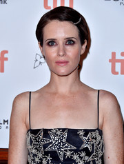 Claire Foy looked adorable wearing this side-parted 'do with a bedazzled pin at the TIFF premiere of 'First Man.'