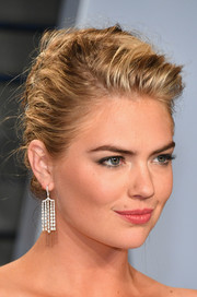 Kate Upton accessorized with a pair of diamond chandelier earrings by Anita Ko for a more glamorous finish.