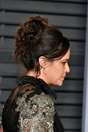 Michelle Rodriguez pulled her locks back into a curly updo for the 2018 Vanity Fair Oscar party.