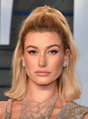 Hailey Baldwin amped up the retro feel with a bold cat eye.