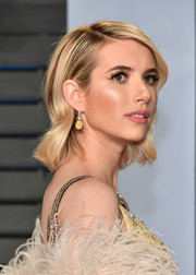 Emma Roberts looked sweet and chic wearing this short wavy 'do at the 2018 Vanity Fair Oscar party.