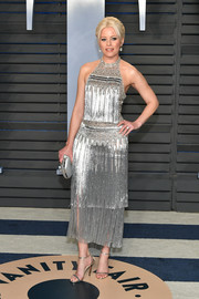 Elizabeth Banks complemented her dress with silver slim-strap sandals by Jimmy Choo.