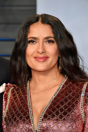 Salma Hayek attended the 2018 Vanity Fair Oscar party wearing her hair in loose boho waves.
