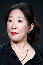 Sandra Oh brightened up her beauty look with a swipe of scarlet lipstick.
