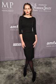 Leelee Sobieski kept it minimal in a fitted LBD at the 2018 amfAR Gala New York.