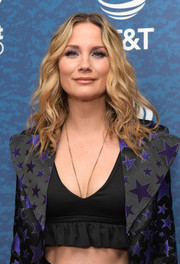 Jennifer Nettles flaunted her toned abs in a black ruffle crop-top at the 2018 iHeartCountry Festival.