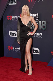 Iggy Azalea smoldered on the red carpet in a slinky black Brian Lichtenberg gown with a high slit and chainmail detailing at the 2018 iHeartRadio Music Awards.