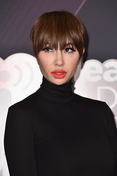 Jackie Cruz attended the 2018 iHeartRadio Music Awards wearing a short cut with eye-grazing bangs.