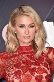 Paris Hilton showed off a gorgeous wavy hairstyle at the 2018 iHeartRadio Music Awards.