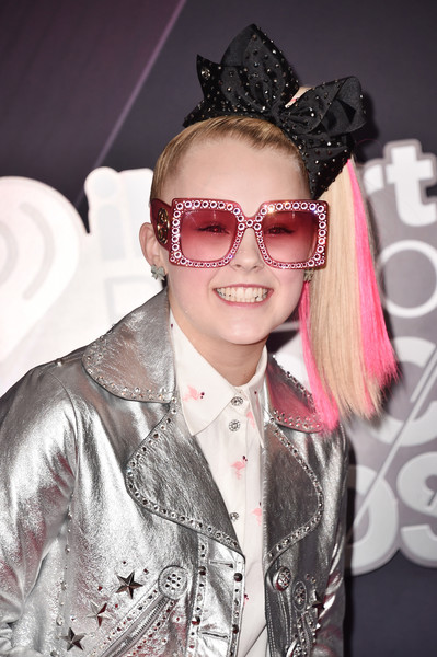 JoJo Siwa channeled the '70s with a pair of oversized pink shades.