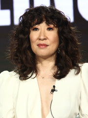 Sandra Oh framed her face with voluminous curls for the 2019 AMC TCA panels.