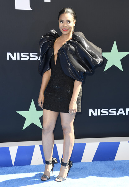 Regina Hall made a head-turning entrance in a Cong Tri LBD with a bubble capelet at the 2019 BET Awards.