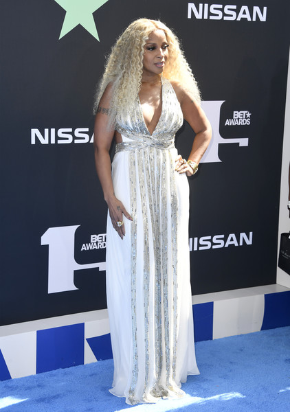 More Pics of Mary J. Blige Long Curls (1 of 7) - Mary J. Blige Lookbook - StyleBistro [red carpet,carpet,clothing,dress,flooring,hairstyle,premiere,gown,fashion,long hair,arrivals,mary j. blige,bet awards,los angeles,california]
