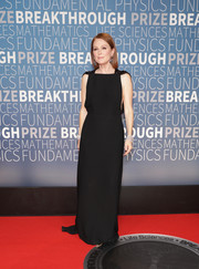 Julianne Moore was minimalist-chic in a sleeveless black column dress by Prada at the 2019 Breakthrough Prize.