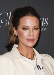 Kate Beckinsale styled her outfit with layered chainlink necklaces by DRU.