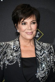 Kris Jenner went for a chic layered razor cut at the 2019 E! People's Choice Awards.