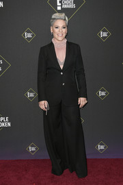 Pink kept it super simple in a black Bella Freud pantsuit at the 2019 E! People's Choice Awards.