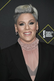 Pink rocked her signature fauxhawk at the 2019 E! People's Choice Awards.