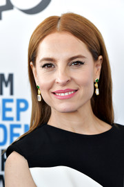 Marina de Tavira opted for a simple straight style when she attended the 2019 Film Independent Spirit Awards.