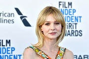 Carey Mulligan looked cute with her shoulder-length layers and parted bangs at the 2019 Film Independent Spirit Awards.