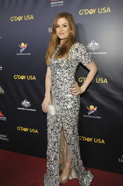 Isla Fisher finished off her look with a faceted clutch by Tyler Ellis.