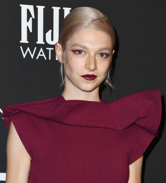 Hunter Schafer looked cool wearing this bun with a diagonal part at the 2019 InStyle Awards.