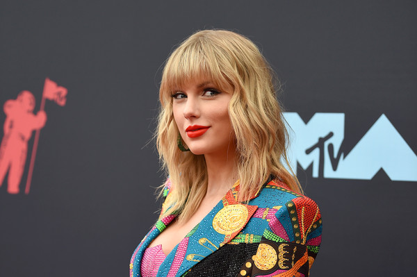 More Pics of Taylor Swift Over the Knee Boots (1 of 26) - Boots Lookbook - StyleBistro [hair,blond,beauty,hairstyle,fashion,chin,performance,lip,model,fun,arrivals,mtv video music awards,prudential center,newark,new jersey,taylor swift]