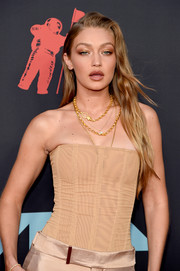 Gigi Hadid paired her strapless top with layered chain necklaces by Eli Halili for the 2019 MTV VMAs.