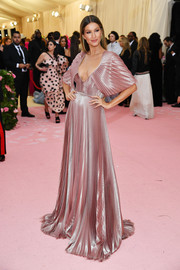 Gisele Bundchen looked ultra elegant in a pleated mauve gown by Dior Couture at the 2019 Met Gala.