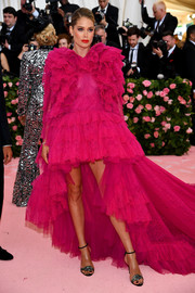 Doutzen Kroes went the ultra frilly route in a voluminous ruffled fishtail dress by Giambattista Valli Couture at the 2019 Met Gala.