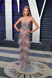 Stella Maxwell was vintage-glam in a fringed mauve halter gown by Atelier Versace at the 2019 Vanity Fair Oscar party.