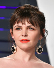 Ginnifer Goodwin sported a messy updo with wispy bangs at the 2019 Vanity Fair Oscar party.